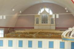 Kirkon remonttia. Kuvassa toinen sivuparvi.