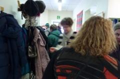 Tämmösten tupa on suosittu tapaamispaikka kuten kuvasta näkyy.