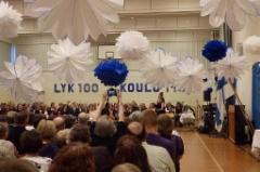Suomelan juhlasali oli koristeltu sinivalkoisin värein. (Kuva.Heta Tuomisto)