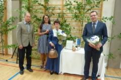 Seuran sihteeri Tapio Järvinen, puheenjohtaja Eija Hesso,  Yks tämmönen Maija-Liisa Karvinen sekä juhlapuhuja Kim Huovinlahti.