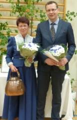 Maija-Liisa Karvinen ja juhlapuhuja Kim Huovinlahti.