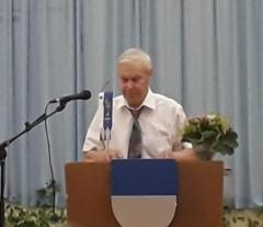 Heikki Haapaniemi lausui seuran kirjoituskilpailuun osallistuneen runon. Kuva: Anna-Liisa Huhtala