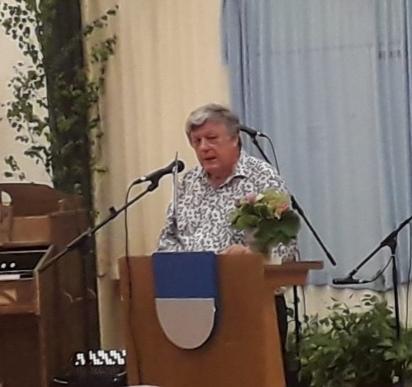 Professori Tarmo Kunnas piti Suviehtoon puheen, joka jälkeen tunsimme kaikki olevamme sukua toisillemme. Kuva: Anna-Liisa Huhtala