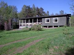 Metsästysmaja Hannanjoelta päin