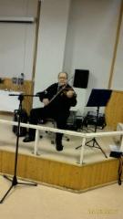 Viljo Eskelinen ja viulun soittoa.
