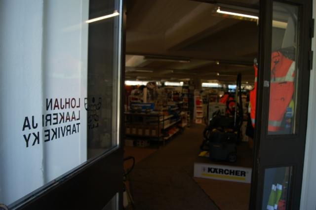 lohjan_laakeri_ja_tarvike_ky_2