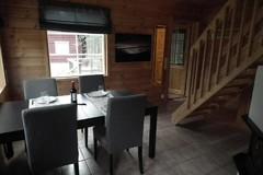 Näkymä ruokailutilaan / Dining room