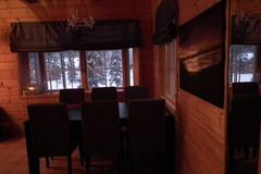 Ruokailutila / Dining room