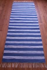 Sini-valkoraitainen matto