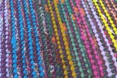 Suuri värikäs räsymatto (2011) lähikuva