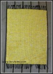 Pieni keltainen matto