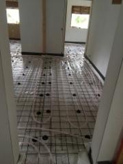 raudotus ja lattilämmityksen asennusta