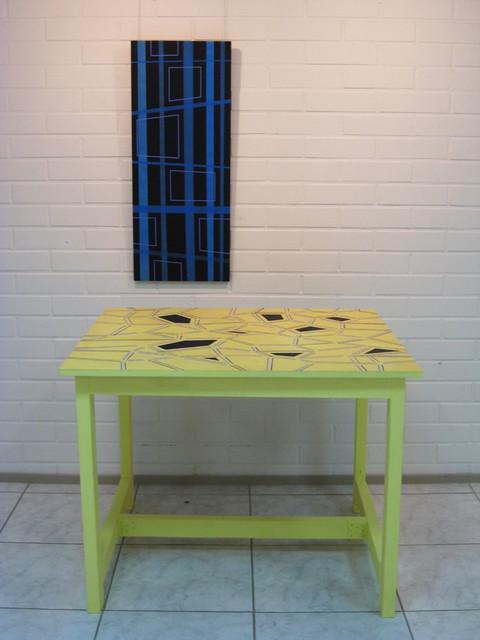 Pöytä ja maalaus