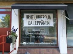 Urheiluhieroja Ida Leppänen ikkunateippaus