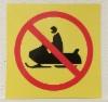 Moottorikelkalla ajo kielletty kyltti