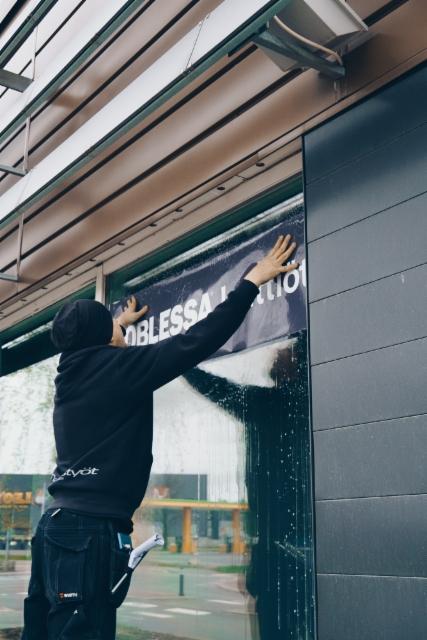 Noblessa Jyväskylä ikkunatarran asennus