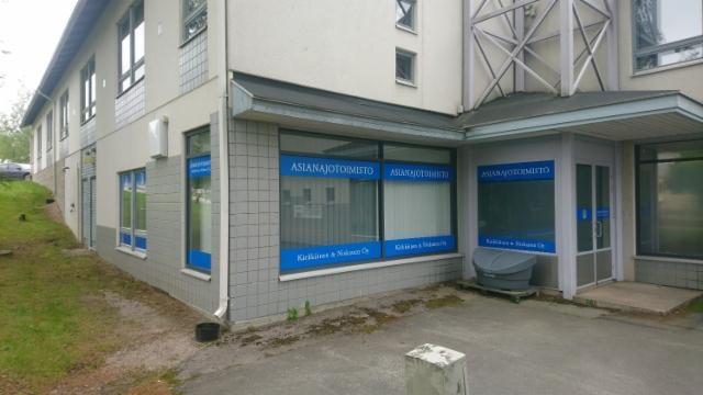 Asianajotoimisto Kärkkäinen & Niskanen ikkunateiippaus