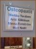Osteopaattien opasteet asennettuna
