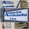 Ylästön Autokoulun mainokset ja opasteet