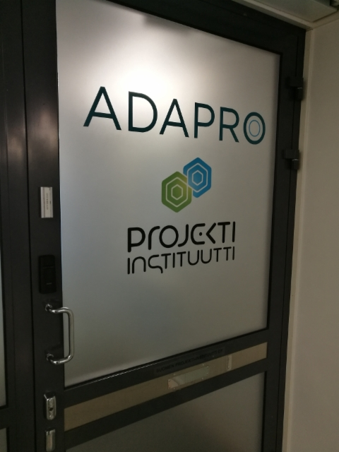 Oven logoteippaukset