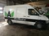 Asfalttikallion pakettiauton teippaus