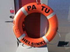 Laivan pelastusrenkaan teippaus