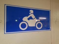 Moottoripyörien pysäköintipaikkamerkki