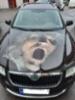 Henkilöauton konepellin teippaus