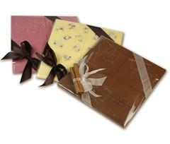 Ihanat suklaapilvet ovat näyttäviä - tarjoa sellaisenaan tai riko pienemmiksi paloiksi ja tarjoa lahjapussissa.