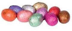 Gudrunin värikkäät pääsiäismunat löytyvät erikokoisista ja näköisistä rasioista sekä lahjapusseista.
