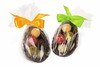 Emils Gustavin tryffeleitä suklaisessa pääsiäismunan puolikkaassa.