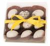 Kuorrutettuja suklaamunia kauniisti pakattuna.