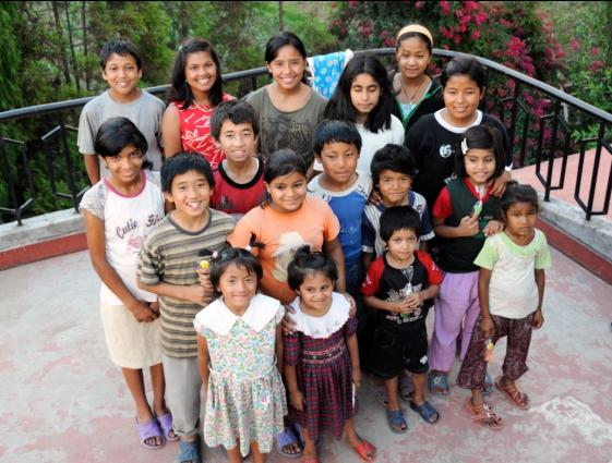 Mano lapsia / children, Katmandu  2009