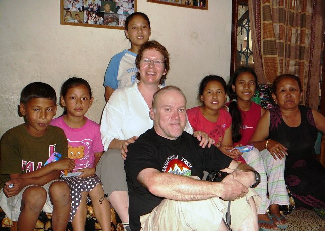 Mano Children Katmandu, ms Sabitri (oik/right), Sirkku & Mikko 2007