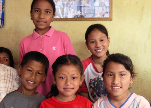 Mano-lapsia / Mano Children Katmandu 2004