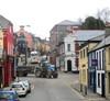 irlantilaisen pikkukaupungin katukuvaa