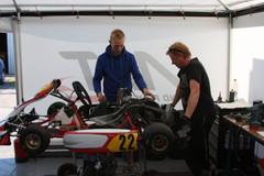 Mika Maijala ja Markus pohtivat säätöjä.
