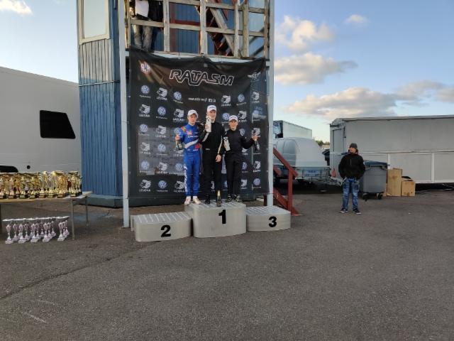 Alastaron palkitut Formula Academy-kuskit.
