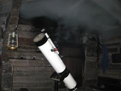 Kaukoputki savusaunan terassilla