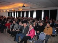 Yleisö valmistautui teatterinäytökseen