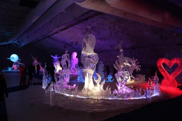 Huikea jääveistosnäyttely