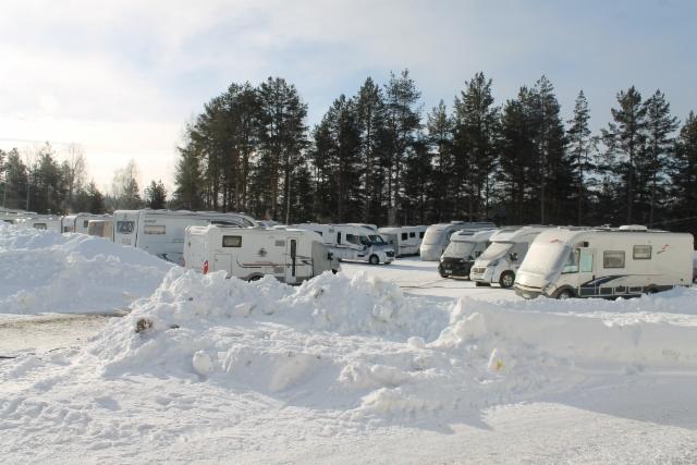 Lunta vähän sivuun ja taas mahtui yksi auto lisää