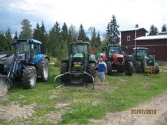 omia_ja_vieraita_traktoreita_esittelee_oikea_jussi