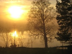 auringonlasku_pirtin_ikkunasta