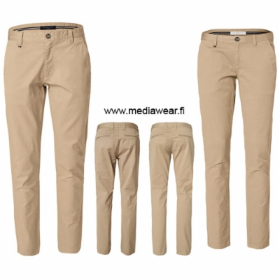 berkeley-chester-chinos.jpg&width=400&height=500