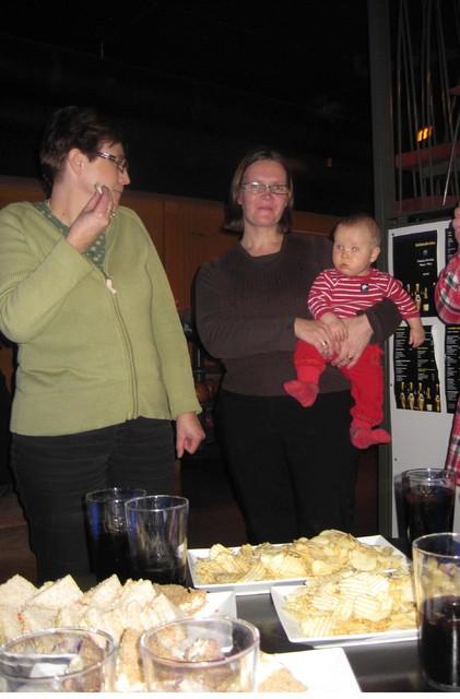 naisinsinoorien keilailta 16.11.2011 005