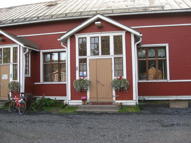 Meritarun työtila ja myymälä Tyngän entinen koulu.