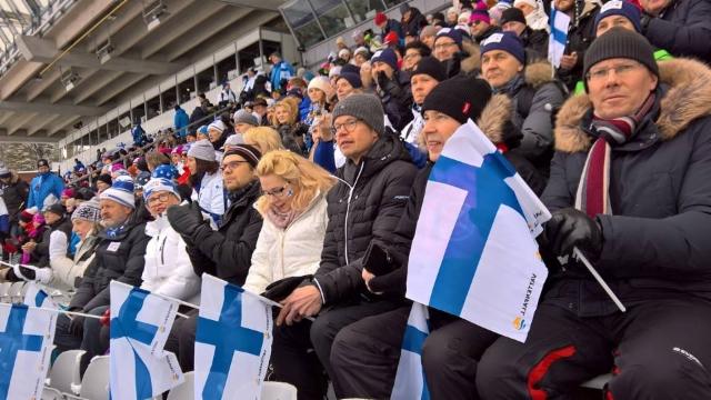 Salpauksen johdoja ja yhteustyökumppanivieraiden kanssa MM-kisoissa 23.2.2017 Kuva Seija Katajisto