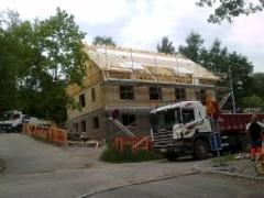 Kotitalon uudelleen rakentamista heinäkuussa 2013