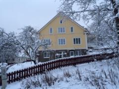 Uusi talo täysin vanhan paikalla ja saman kokoisena kuin vanha